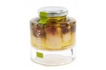 Steinpilze im Ganzen mit rotem Kopf in Olivenöl