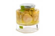 Steinpilze im Ganzen mit weißem Kopf in Olivenöl